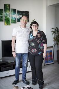 Sven Böttger und Christian Matthé in ihrem Wohnzimmer in Coswig