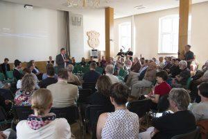 Oberbürgermeister Heinrich Kohl begrüßt die Bürger von Aue